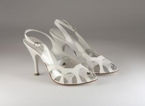 Scarpa donna elegante da sposa e cerimonia in vernice bianca con cinghietta regolabile  Ferracuti cod.5812