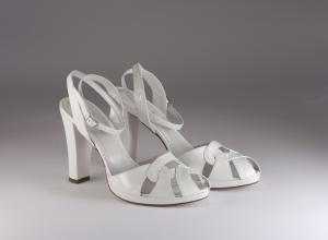 Scarpa donna elegante da sposa e cerimonia in vernice bianca con cinghietta regolabile Ferracuti cod.6702