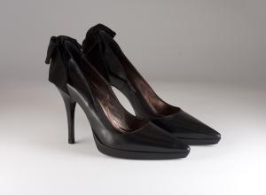 Scarpa donna elegante da sposa e cerimonia in pelle con fiocco in velluto nero Carlo Pignatelli cod.22Z4512