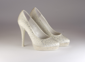 Scarpa donna elegante da sposa e cerimonia in tessuto con applicazione in cristallo Carlo Pignatelli Art.24Z4204
