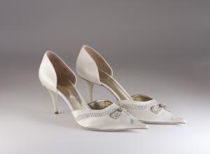 Scarpa elegante da sposa e cerimonia donna in tessuto di raso con ricami  in cristallo, pailettes e perline Penrose mod. P4023