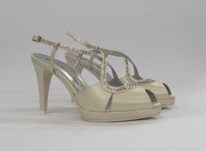 Sandalocerimonia donna elegante e sposa in pelle avorio e cristallo svarovsky con cinghietta regolabile Guido La Rocca Art.G933A