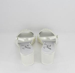 Sandalo cerimonia donna elegante in tessuto di raso  avorio con applicazione in cristalli e cinghietta regolabile Art. A561 B