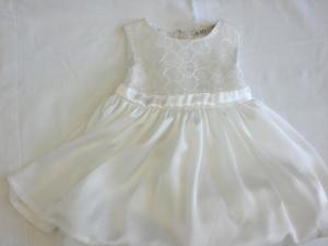 Vestito bianco elegante neonata