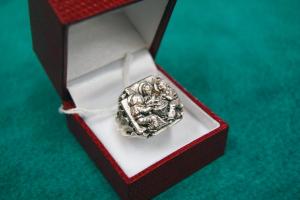 Anello vescovile in argento con scena dell'Ultima Cena
