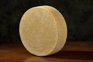 Il dosso a pezzi, formaggio bergamasco nostrano di latte vaccino