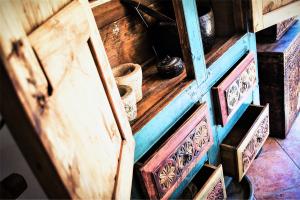 Armadio Vintage '800 in cedro del Pakistan