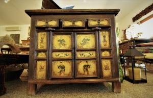 Mobile vintage '800 in legno di olmo proveniente dalla Cina