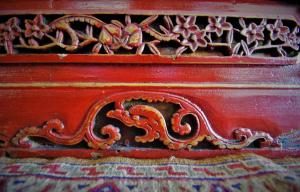 Buffet vintage '800 laccato in rosso proveniente dalla Cina