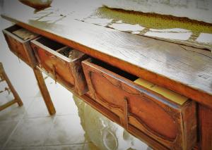 Consolle vintage '700 in olmo a 3 cassetti proveniente dalla Cina