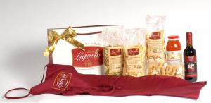 GIFT BOX NATALE 7PZ di prodotti tipici pugliesi pasta-passata dipomodoro-taralli-vino