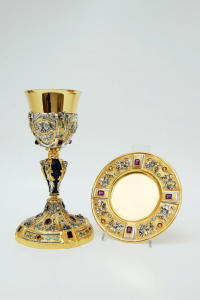 Calice e patena in argento dorato, lapislazzuli e pietre dure