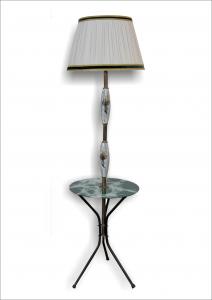 Lampada con tavolino
