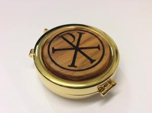 Teca eucaristica in legno d'ulivo XPISTOS