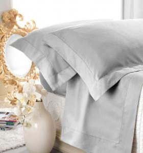 Set lenzuola matrimoniale AURORA in raso di puro cotone a giorno grigio chiaro