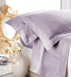 Set lenzuola matrimoniale AURORA in raso di puro cotone a giorno glicine