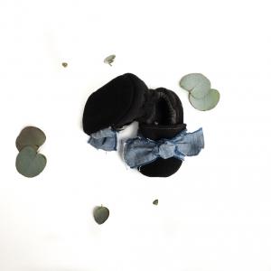 Scarpine neonato nero con fiocco in cotone biologico