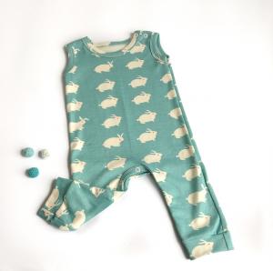 Tutina neonato smanicata di cotone biologico coniglietti