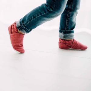 Scarpine antiscivolo jeans rosso in cotone biologico