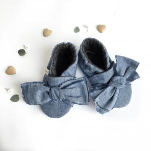 Scarpine antiscivolo jeans blu con fiocco in cotone biologico