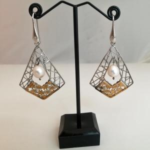 Orecchini in argento e perle
