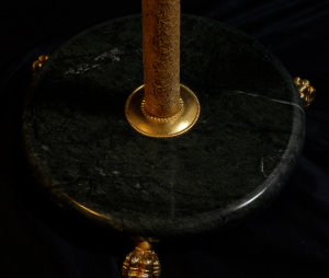 Piantana artigianale classica APOLLO a quattro luci con colonna in metallo e base in marmo