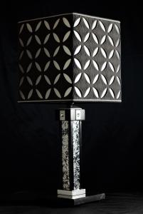Lampada da tavolo artigianale moderna ELIOS in legno e base in marmo