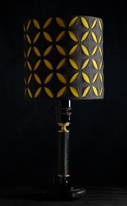 Lampada da tavolo artigianale moderna POLIFEMO in legno di frassino spazzolato