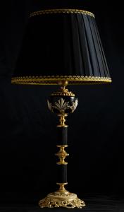 Lampada da tavolo artigianale classica ERA in legno e ottone