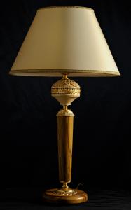 Lampada da tavolo artigianale classica PERSEO in legno di ulivo