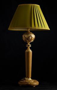 Lampada da tavolo artigianale classica ERA in legno di ulivo