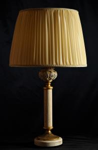 Lampada da tavolo artigianale classica DIONISO in legno