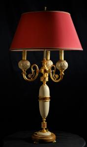 Lampada da tavolo artigianale PROMETEO a tre bracci con base e colonna in ulivo e pietra leccese