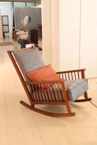 Sedia dondolo con cuscini Gervasoni modello