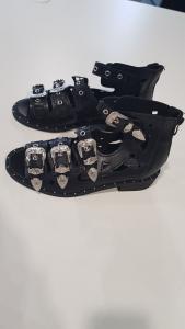 Sandalo fibbie