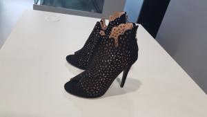 Sandalo Scamosciato traforato