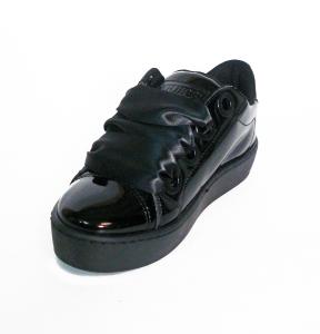 Sneaker nera/bianca/nude con stringhe in raso Guess