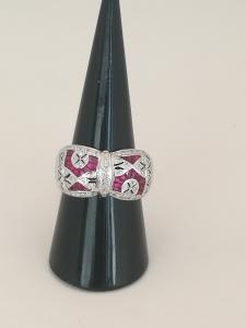 Anello rubini e diamanti.