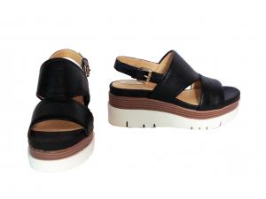 Sandalo nero o taupe Geox
