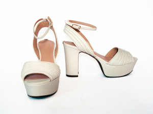 Sandalo crema con plateau Guess