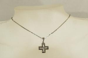 Collana in Oro con Croce e Diamante