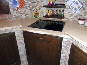 Top cucina in marmo giallo egiziano con bordura frastagliata