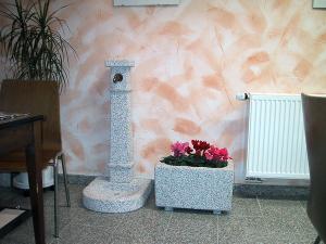 Fontana e Fioriera da giardino in granito grigio sardo