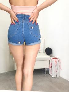 Pantaloncino donna in jeans elasticizzato vita alta con ricamo cagnolino |TG xs/s/m/l/xl