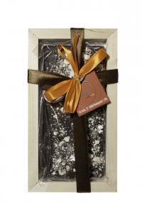 61% dark chocolate bar and nougat chips, 100 gr with wooden frame