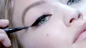 Maybelline Master Precise Curvy 01 Intense - eyeliners