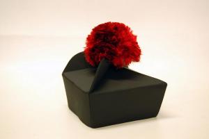 Tricorno nero in seta con fiocco rosso o nero