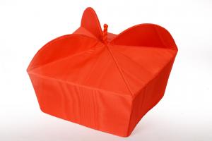 Tricorno rosso cardinale in seta marezzata