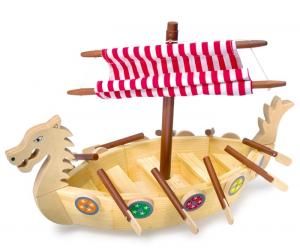 Barca nave dei vichinghi in legno con vele
