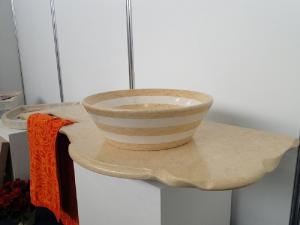 Piano bagno in marmo giallo egiziano con lavabo abbinato